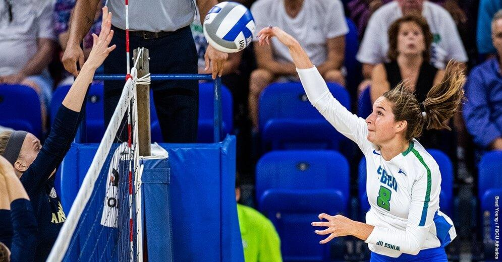 Women's Volleyball Sweeps Hurricane Invitational