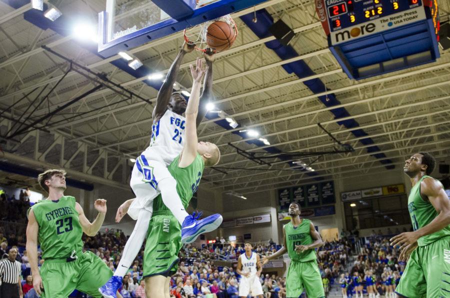 Demetrius Morant dunks over Ave Maria University guard. (EN Photo / Tessa Mortensen)