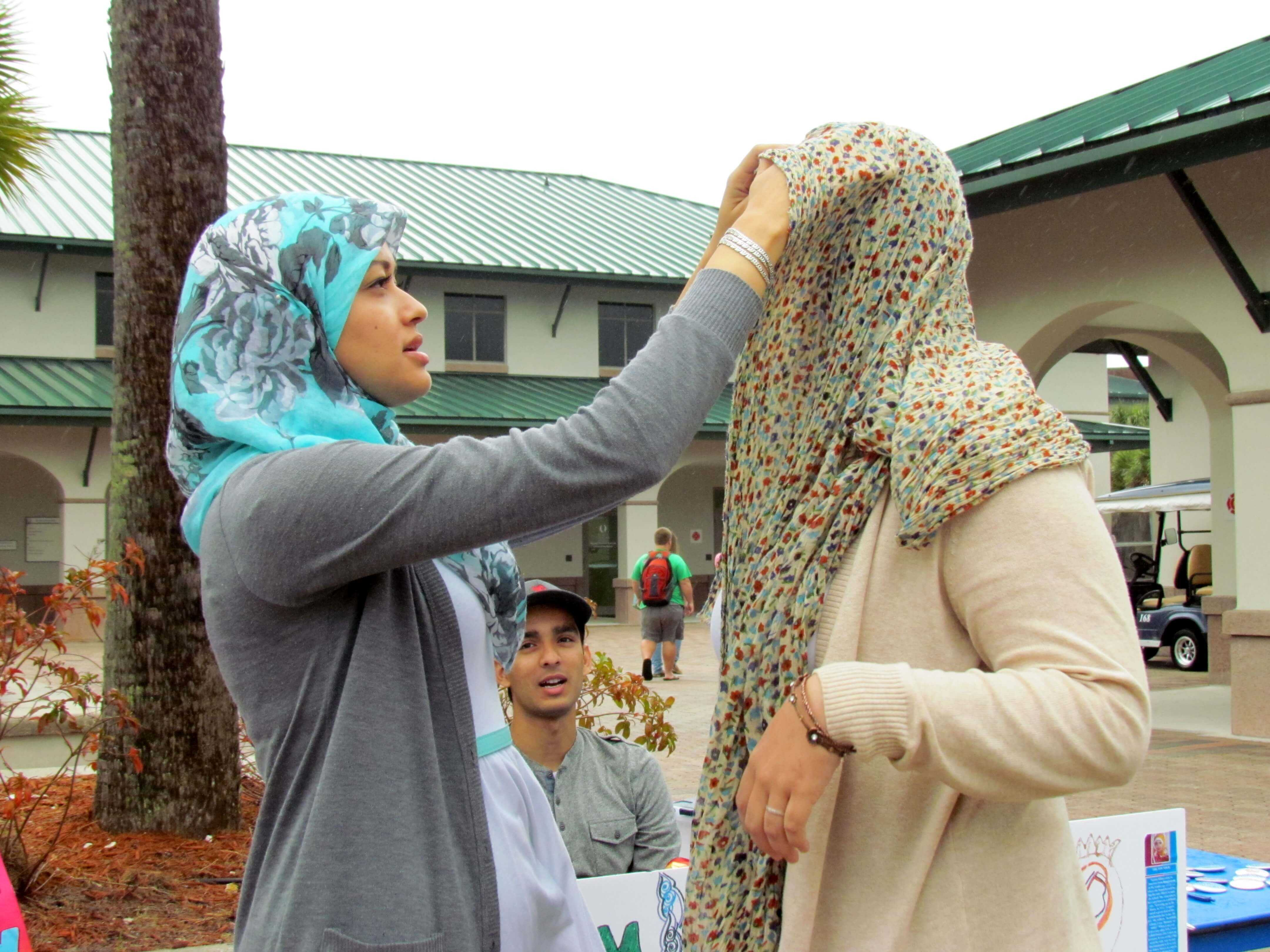 Students  participate in World Hijab Day