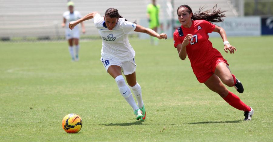 Former three-time captain, Melissa Arnold beats an Arizona defender during the 2014-2014 season. (EN Photo / Kelli Krebs)