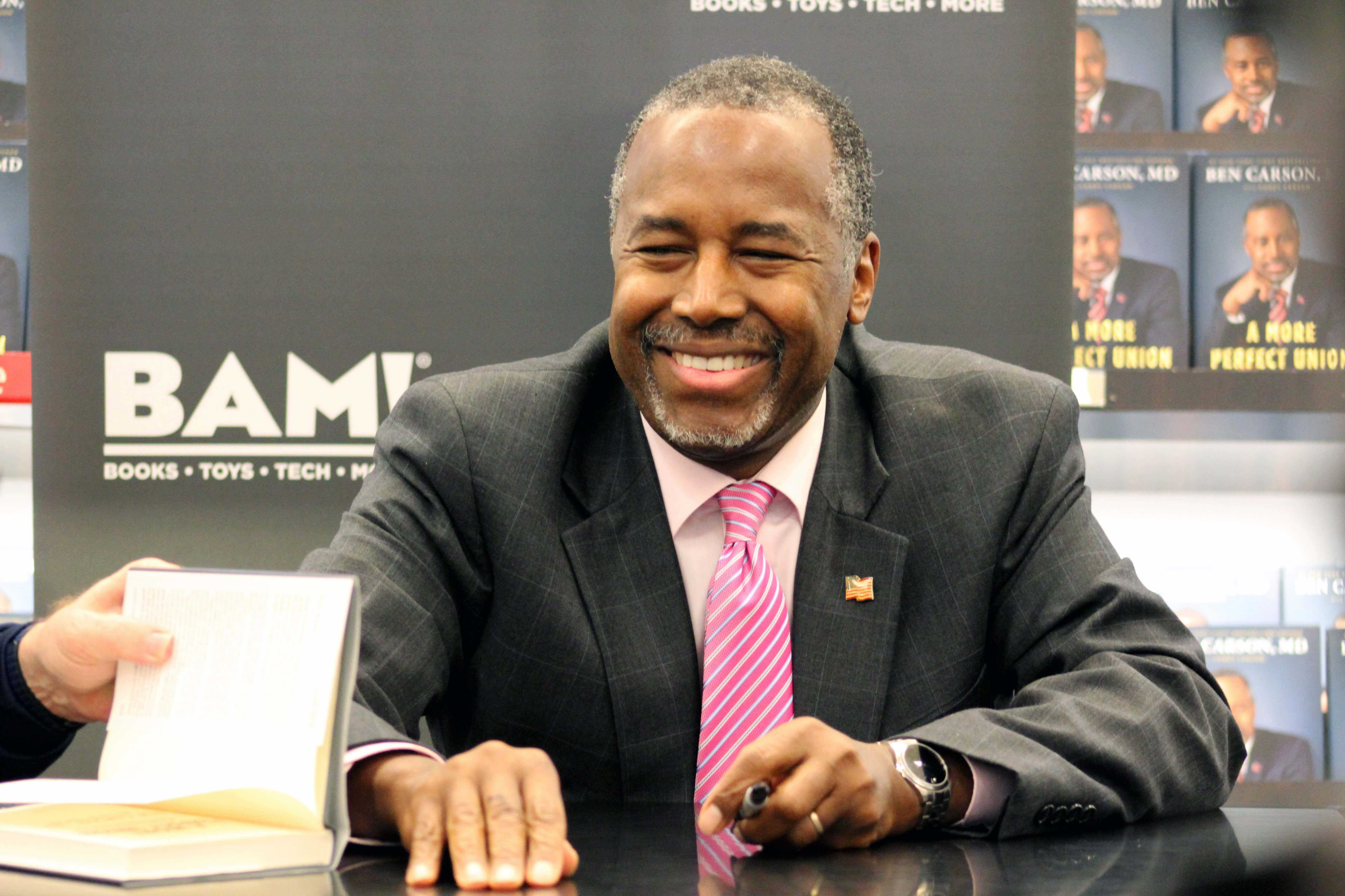 Presidential hopeful Dr. Ben Carson signs copies of his book at the Books-A-Million in Fort Myers on Wednesday Nov. 4. (EN Photo / Rachel Iacovone)