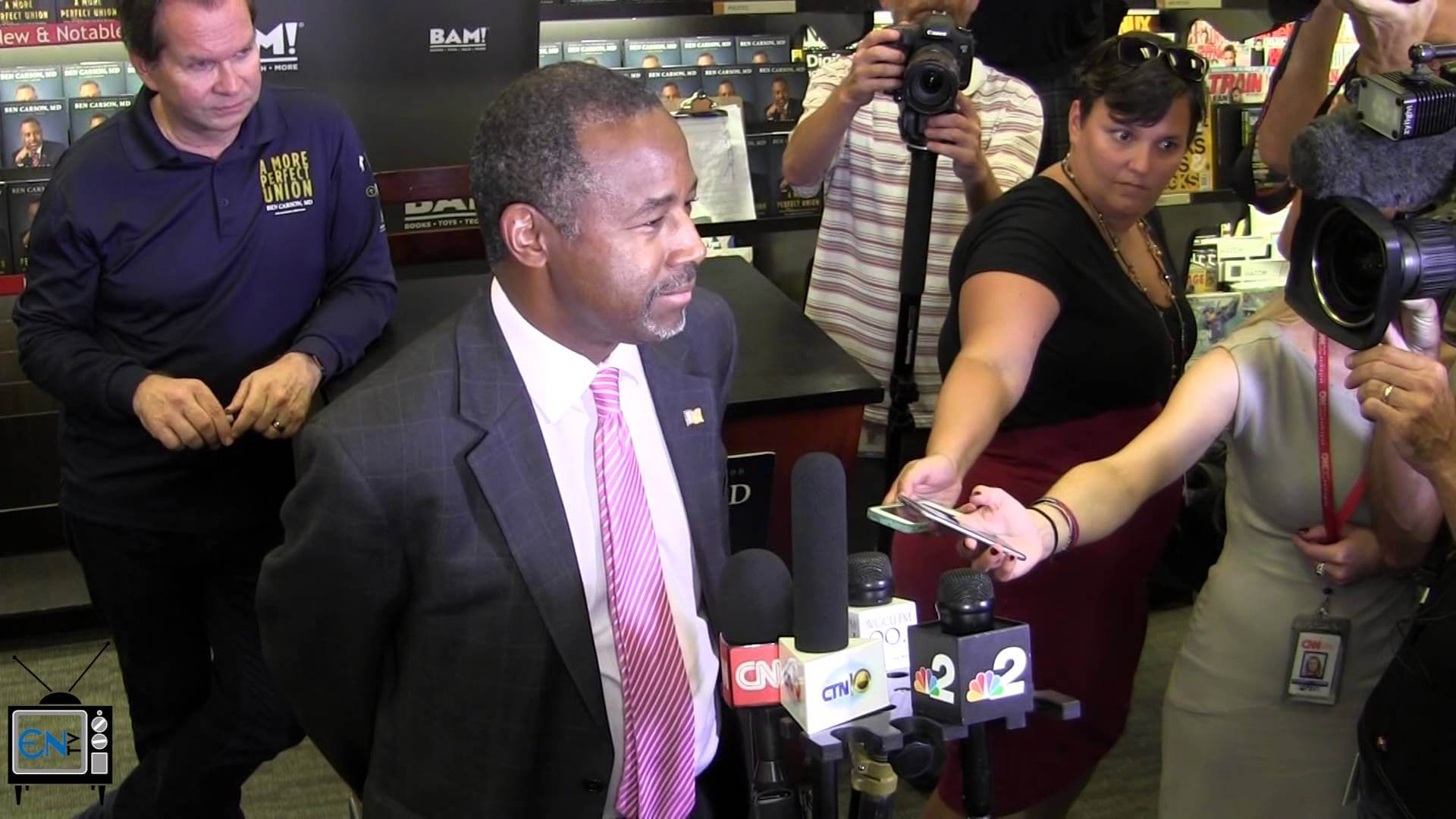 Ben Carson draws more than a thousand to Fort Myers book signing