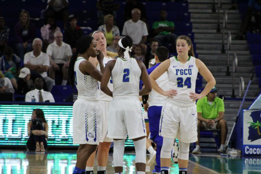 The+womens+basketball+team+regroups+following+a+media+timeout+during+Saturday+nights+game+against+USC+Upstate.+%28EN+Photo+%2F+Jack+Lowenstein%29