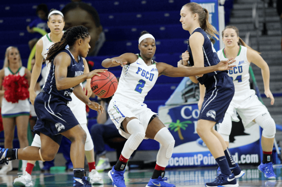 FGCU%27s+Atwater+guards+a+UNF+point+guard+in+Saturday+afternoon%27s+game.++%28EN+Photo%2FKelli+Krebs%29