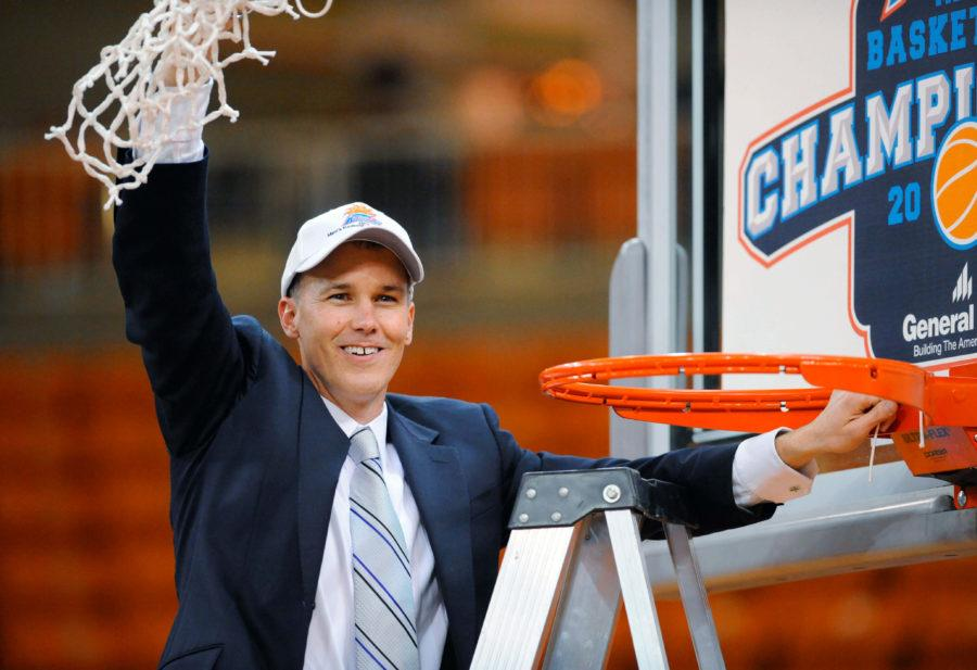 Florida+Gulf+Coast+coach+Andy+Enfield+holds+up+the+net+after+his+team+defeated+Mercer+in+an+NCAA+college+basketball+game+for+the+Atlantic+Sun+men%27s+tournament+championship%2C+in+Macon%2C+Ga.%2C+Saturday%2C+March+9%2C+2013.+Florida+Gulf+Coast+won+88-75.+%28AP+Photo%2FWoody+Marshall%29