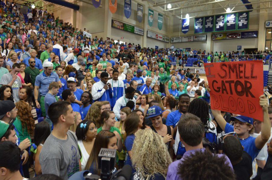 A+crowd+of+more+than+3%2C000+people+including+students+and+community+members+filled+the+stands+during+the+FGCU+pep+rally.+%28EN+Photo%2F+Andrew+Friedgen%29