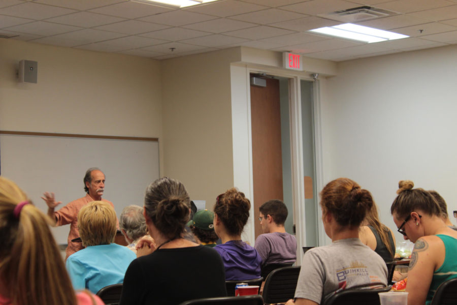 UCF+Conservation+of+Biology+Professor+Dr.+Reed+Noss+presented+a+seminar+to+explain+the+effects+and+benefits+of+fires+in+Florida.+%28EN+Photo+%2F+Georgette+French%29