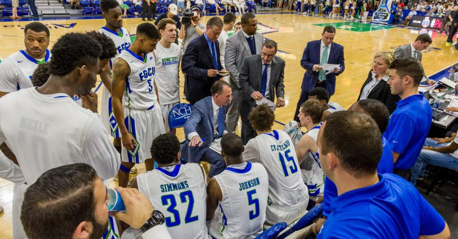 FGCU+men%E2%80%99s+basketball+head+coach+Joe+Dooley+signs+extension+to+remain+with+team