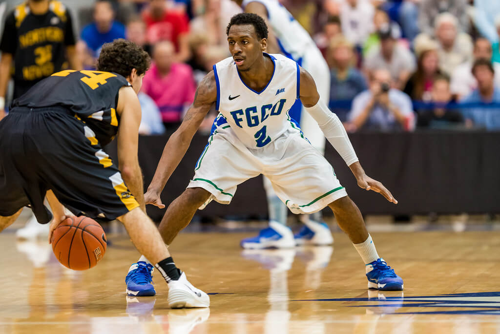 Men's basketball alumnus Bernard Thompson signs overseas with Germany