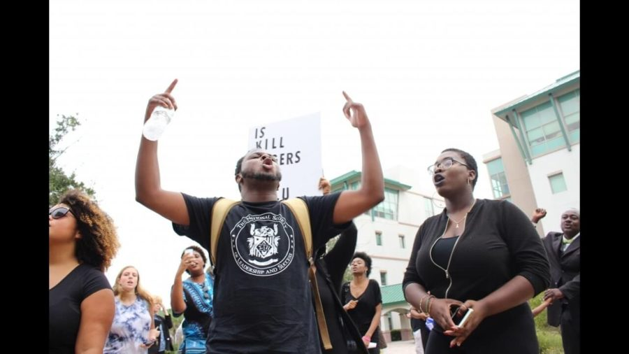 FGCU+students+protest+in+light+of+racial+slur+incident