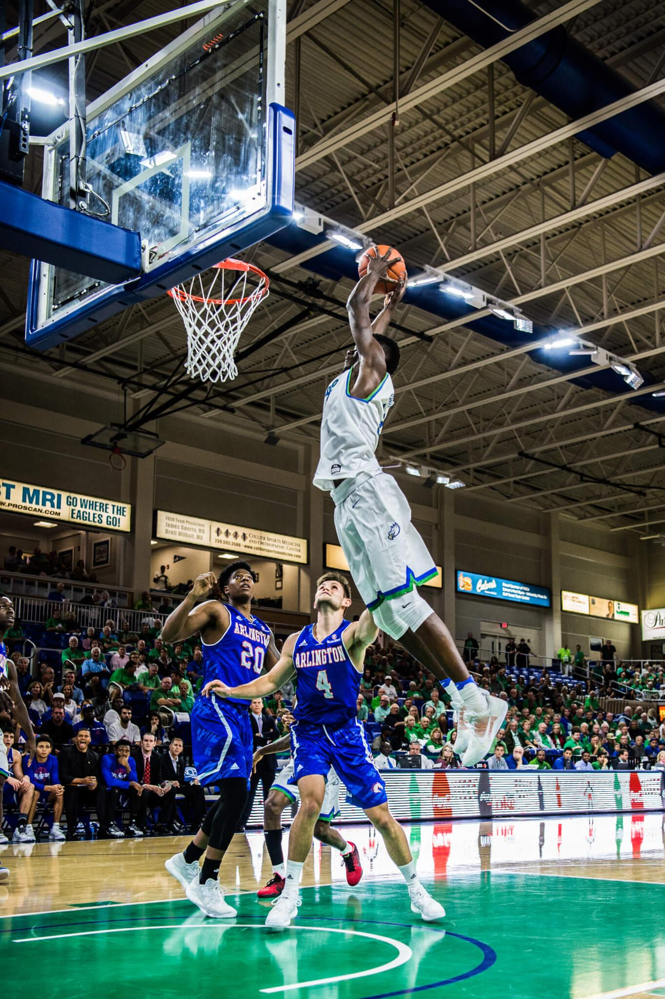 Men's basketball opens up conference play with an emphatic comeback win