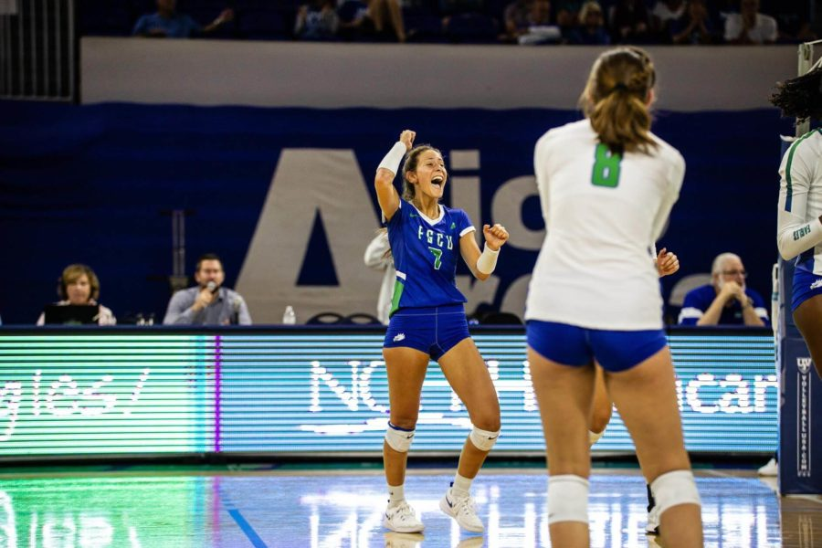 EN+Photo+by+Bret+Munson+%2F%2F+Dana+Axner+celebrates+a+play+during+FGCU+volleyballs+match+against+Kennesaw+State+University+on+Friday%2C+Oct.+5.