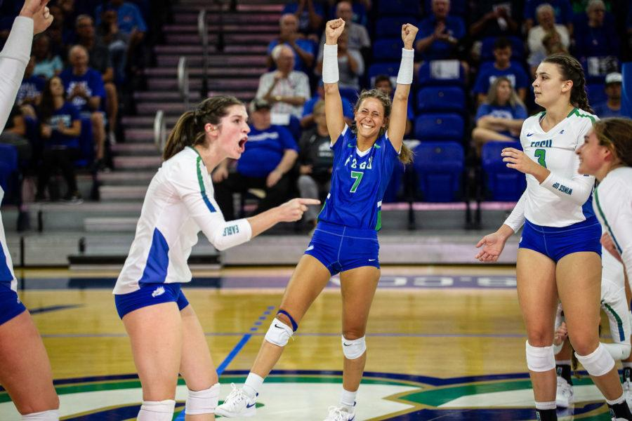 EN+Photo+by+Bret+Munson+%2F%2F+Dana+Axner%2C+center%2C+and+Daniele+Serrano%2C+to+her+right%2C+celebrate+during+an+FGCU+home+game.+Axner+and+Serrano+have+broken+many+records+this+season+for+FGCU+Volleyball.