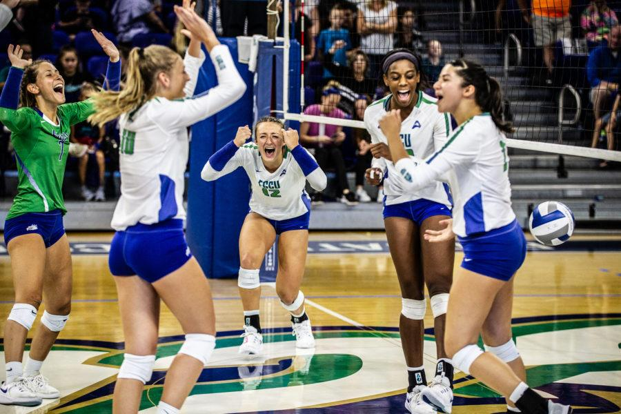 EN Photo by Bret Munson // The FGCU volleyball team celebrates a set win at an evening home game.