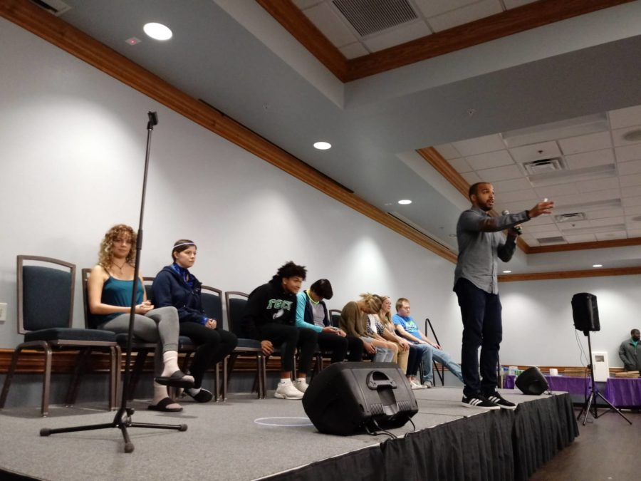 Hypnotist+leaves+audience+laughing+through+the+night
