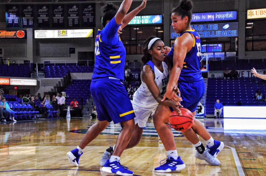 EN Photo by Julia Bonavita // Tyra Cox of FGCU womens basketball attempts to pass a defender at a home game early-on in the season.
