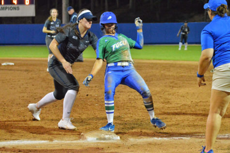 Softball remains undefeated in day two of Kickoff Classic