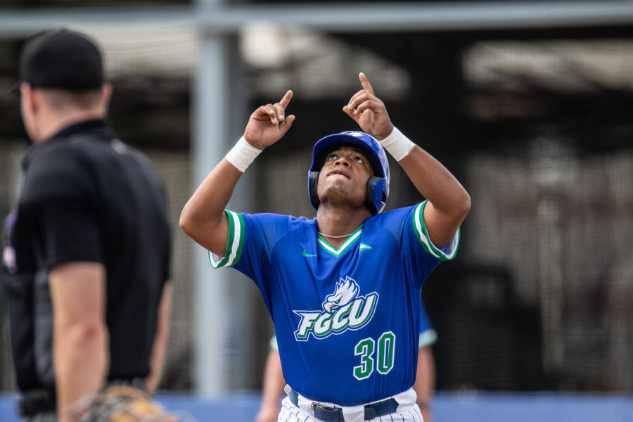 Baseball+scores+38+runs+in+opening+weekend+series