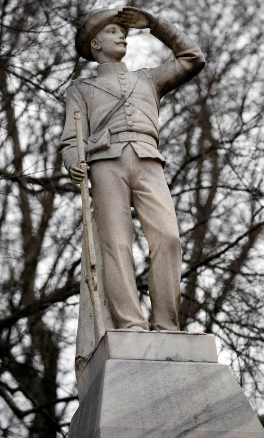 AP+file+photo+%2F+Rogelio+V.+Solis+%2F%2F+The+Confederate+soldier+monument+at+the+University+of+Mississippi+has+been+the+latest+of+statue+controversy.+A+bust+of+Robert+E.+Lee+in+downtown+Fort+Myers+has+been+vandalized.