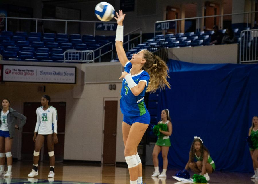 EN+Photo+by+Julia+Bonavita+%2F%2F+Dana+Axner+became+the+youngest+player+in+FGCU+history+to+reach+1%2C000+career+digs+as+the+Eagles+swept+Bethune-Cookman+3-0+at+home+on+Tuesday+night.+