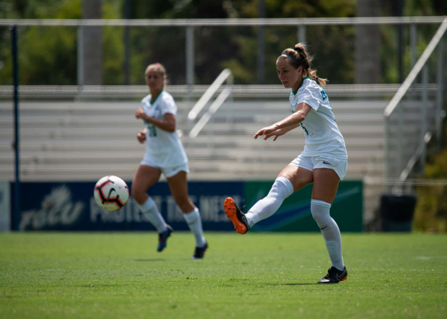 EN+Photo+by+Julia+Bonavita+%2F%2F+With+a+2-0+shutout+against+Kennesaw+State%2C+the+FGCU+womens+soccer+extends+its+winning+streak+to+seven+and+remains+tied+for+second+in+the+ASUN+standings.+