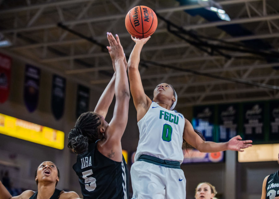 EN+Photo+by+Julia+Bonavita+%2F%2F+Davion+Wingate+came+one+three-pointer+short+from+tying+FGCUs+single-game+record+in+her+29+point+performance+in+the+Eagles+72-50+win+over+UCF.+