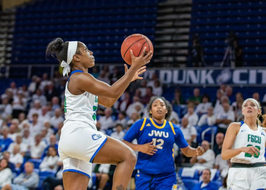EN+Photo+by+Julia+Bonavita+%2F%2F+Ashli+O%27Neal%27s+last-second+layup+in+the+Eagles%27+71-70+win+over+South+Dakota+State+capped+off+an+already+impressive+weekend+in+which+FGCU+defeated+Notre+Dame+and+No.+20+USF.++