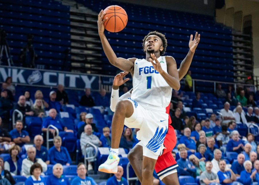 EN Photo by Julia Bonavita // Zach Scott led FGCU with 14 points on the night, but FGCU fell flat against Robert Morris 64-59 for the team's fifth-consecutive loss.