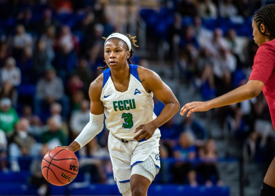 EN Photo by Julia Bonavita // Keri Jewett-Giles 25 points propelled FGCU past North Alabama for its seventh-consecutive win and sole-posession of first place in the ASUN standings.