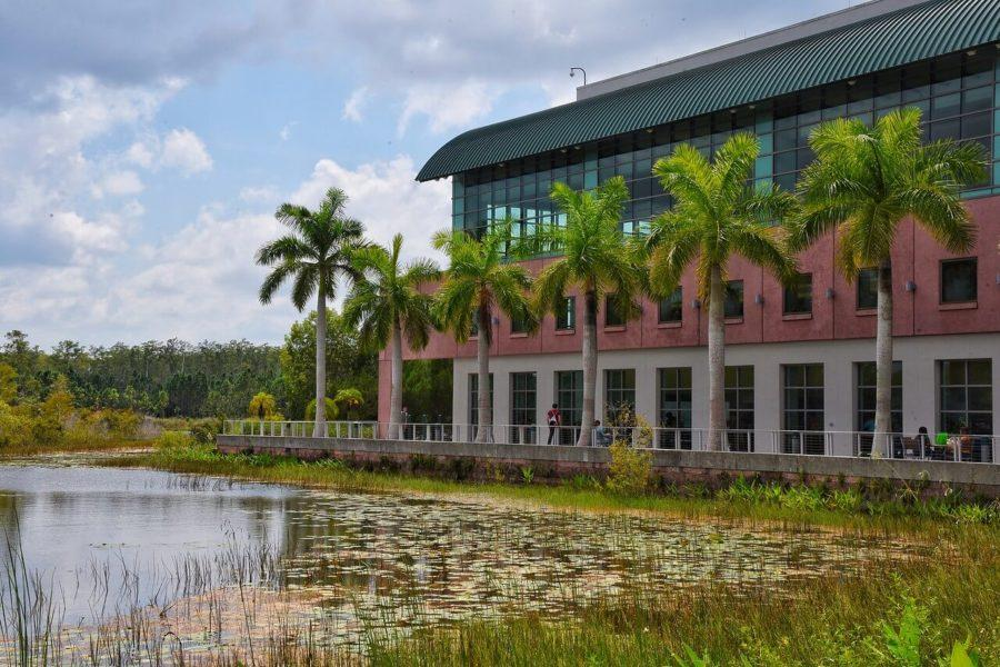 FGCU+requires+all+students%2C+regardless+of+major%2C+to+take+a+class+focused+on+sustainability.+EN+Photo+by+Julia+Bonavita.