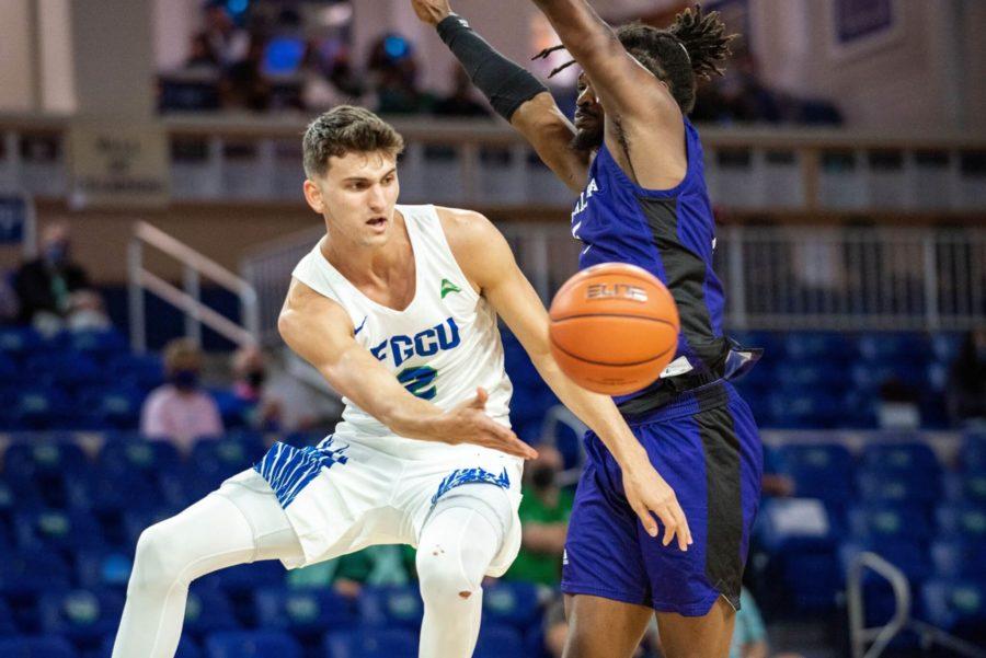 FGCU Mens Basketball Moves on to ASUN Semi-Finals Against North Alabama; EN Photo by Julia Bonavita
